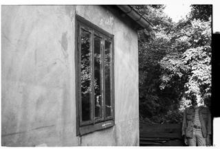 Kliknij obrazek, aby uzyskać większą wersję  Nazwa:OLD_1299_35 Afternoon Self-Portrait next to the Older Part of the House 320.jpg Wyświetleń:100 Rozmiar:51,4 KB ID:31880
