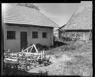 Kliknij obrazek, aby uzyskać większą wersję  Nazwa:4x5-042 An Abandoned Farm in the Neighborhood 320.jpg Wyświetleń:55 Rozmiar:61,4 KB ID:55988