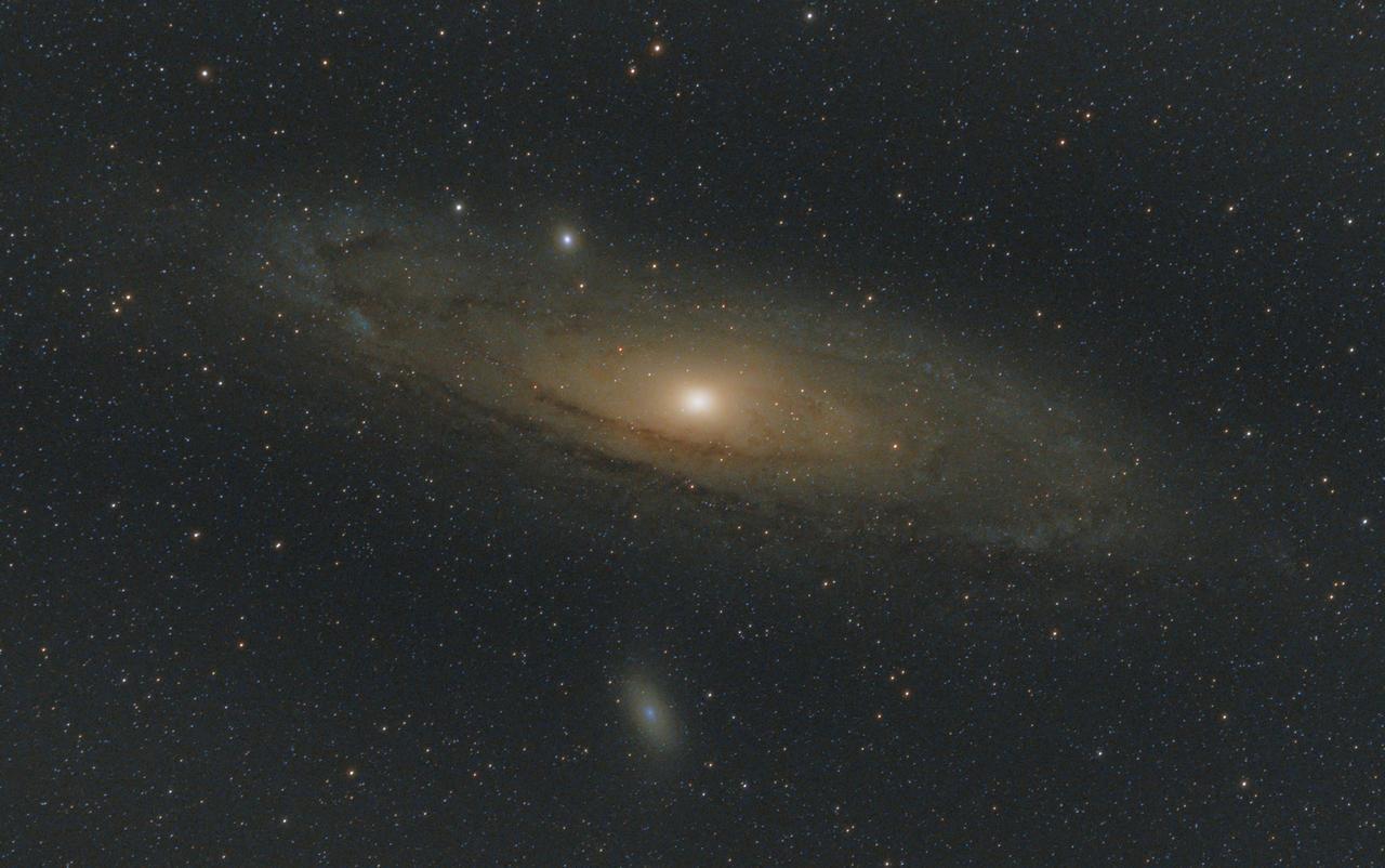 Kliknij obrazek, aby uzyskać większą wersję  Nazwa:M31_sm.jpg Wyświetleń:5 Rozmiar:3,58 MB ID:53636