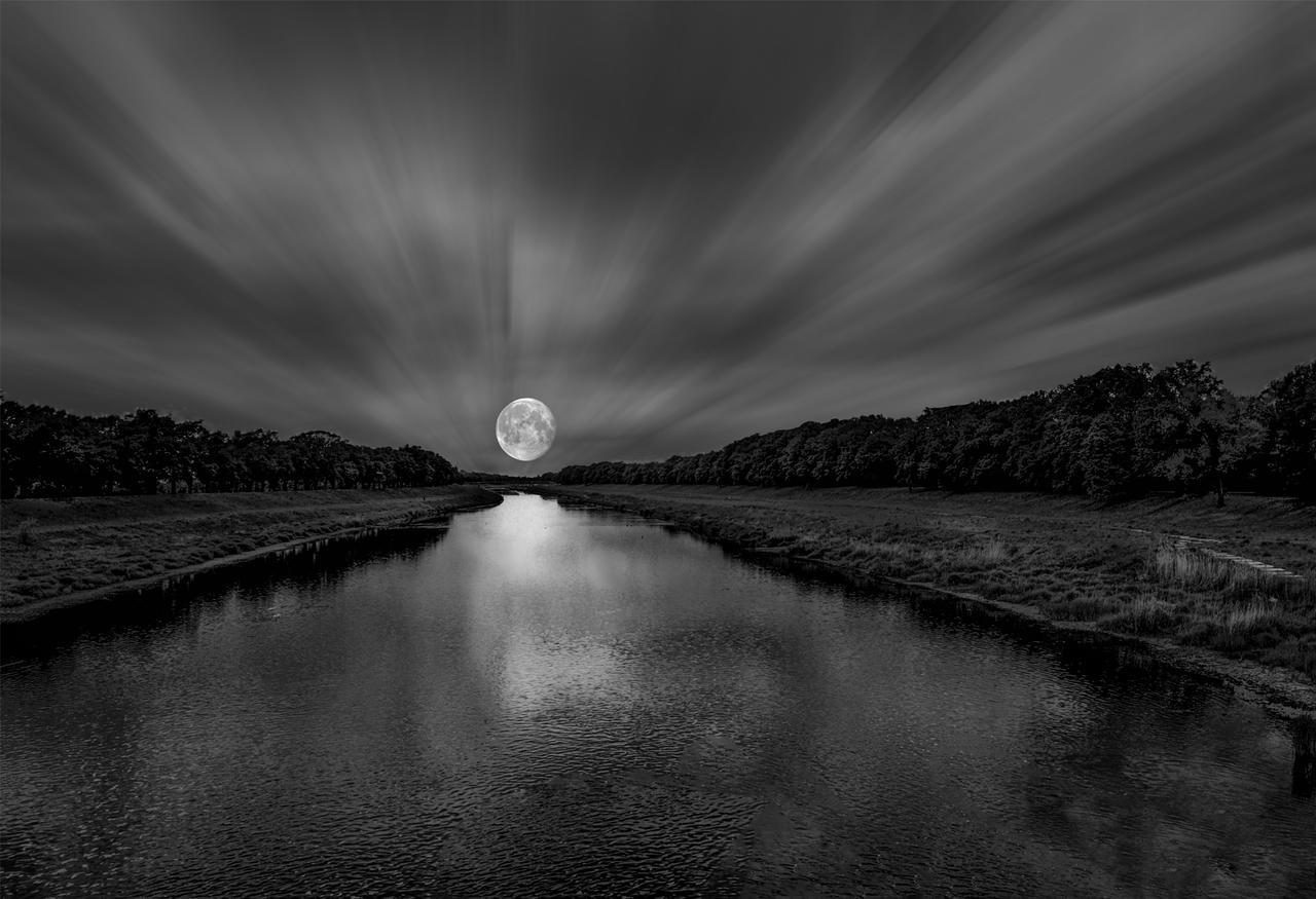 Kliknij obrazek, aby uzyskać większą wersję  Nazwa:Moon.jpg Wyświetleń:11 Rozmiar:916,3 KB ID:39408